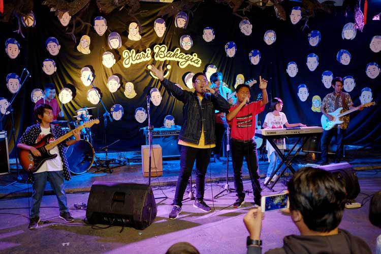 021_hari_bahagia_at_intimate_concert_keberbakatan diy_sangkringart_oktober_2019